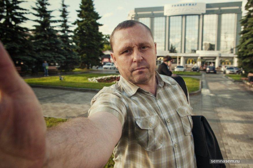ВКостроме мужчина, представившийся полицейским, ударил влицо активиста штаба Навального