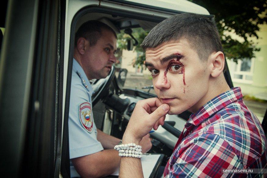 Волонтер Навального вКостроме проинформировал обизбиении человеком, представившимся полицейским