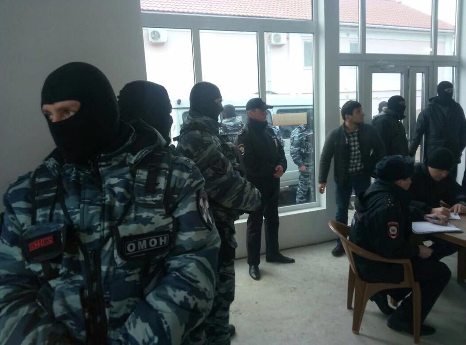 ВКрыму активисты и русские силовики сорвали друг другу показательные акции