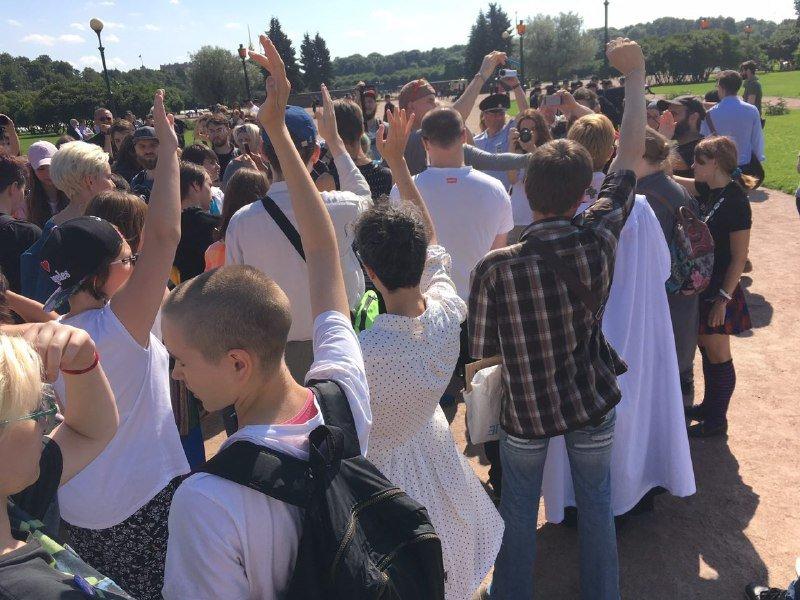 ВПетербурге неизвестные напали наЛГБТ-активистов и репортеров