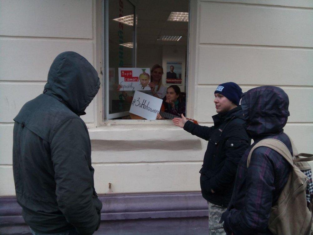 ВСаратове задержали координатора иактивиста штаба Навального