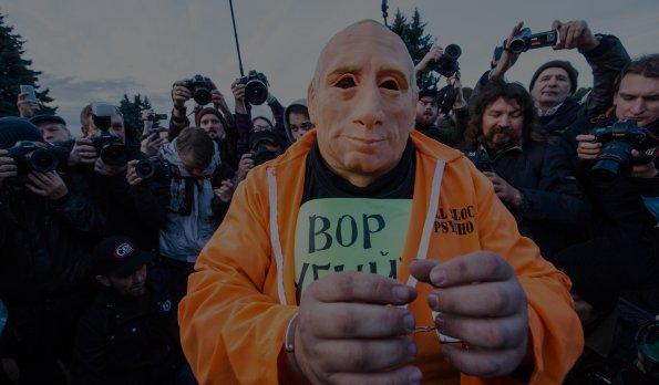 «Лицо, похожее налицо президента РФ»: как преследуют заакции сизображением Путина